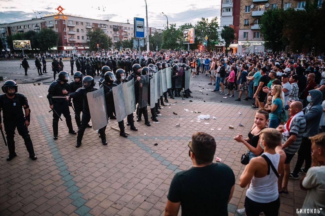 Протесты в Бресте в первые дни после выборов (фото Бинокль)